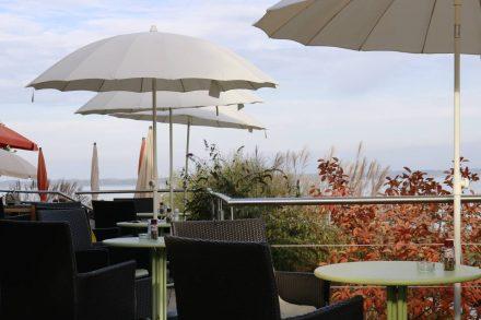 Die wunderschöne Terrasse vom bagel&coffee Shop und Restaurant in Gstadt.