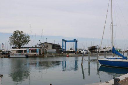 Ein kleines Fischrestaurant am Hafen von Rimini.