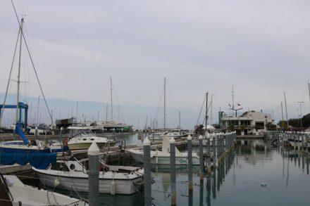 Der Rimini Yachtclub mit seinen Bootsanlegern und eigenem Restaurant.