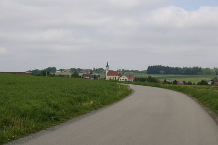 Jeder noch so kleine Ort im Chiemgau hat sein Kirchlein.