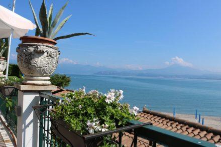 Traumhafte Ausblicke von der Terrasse des Camping Bergamini.