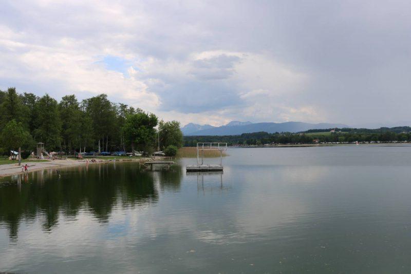 Die Badebucht in Tettenhausen - genau in der Mitte zwischen dem Tachinger und dem Waginger See.