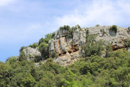 Auf einem kurzen Irrweg in die falsche Richtung entdecken wir diese natürlichen Höhlen.
