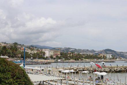 Blick auf Sanremo vom Beachboulevard.