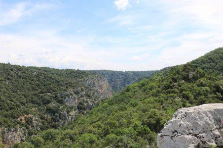Der Blick von der Kapelle Sainte Maxime über die Canyonlandschaft.