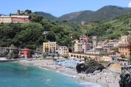 Während des Anstiegs lohnt sich ein Blick zurück auf Monterosso.