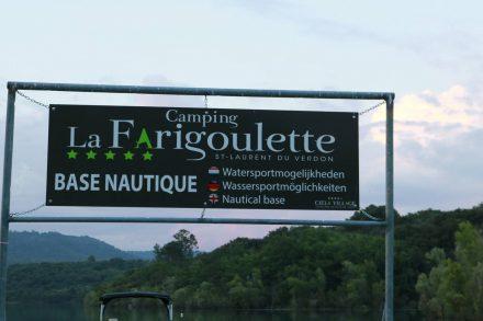 Der Camping-Steg mit allen möglichen Leihbooten am Lac de Sainte Croix.
