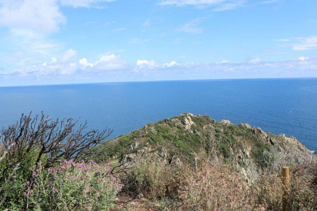 Der Blick vom Cap Lardier aufs weite Meer.