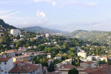Grasse ist terrassenförmig an die Hügel der Provence gebaut.
