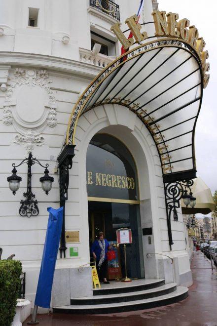 1912 hat Edouard Niemals das Hotel Negresco gebaucht, das bis heute dem Belle Epoche Stil treu geblieben ist.