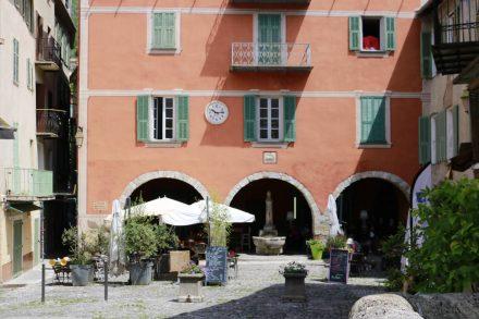 Hinter der Brücke von Sospel erwartet einen ein hübsches Innenhof-Restaurant.