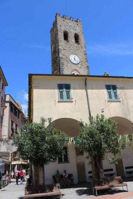 Kirche und Hauptplatz in Monterosso.