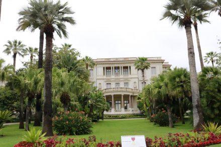 Das Kunstmuseum Massena zeigt zeitgenössische Kunst und einen hübsch angelegten Garten.
