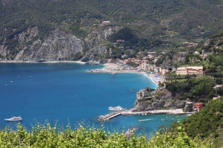 Von der ersten Anhöhe ein Blick zurück auf das hübsche Monterosso.
