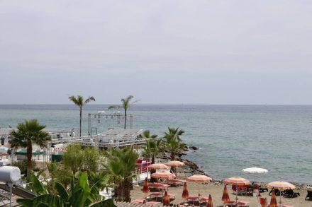 Strandclubs für Unterhaltung bei Tag und Nacht.