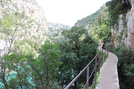 Schon seit Jahrhunderten gibt es den Weg am Verdon entlang des Canyon.