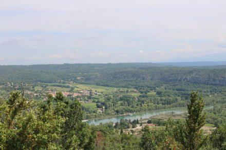 Blick ins Tal beim Aufstieg von Quinson aus.