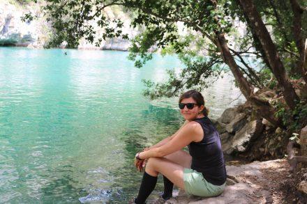 Sonja im Canyon der Basses Gorges am Ufer des Verdon, der noch recht frisch war.