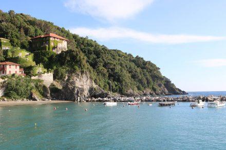 Über dem Hafen von Levanto thront die Villa der Agnelli Familie.