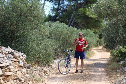 Die Tour von Jelsa nach Stari Grad ist teilweise offroad und eine echte Rumpelpiste.