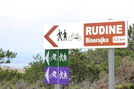 Die Wanderer brauchen Stecken - unser Bike geht nacht der Rumpelpiste auf dem Zahnfleisch.