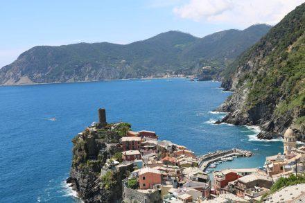 Beim Anstieg Richtung Corniglia kann man letzte Blicke auf das hübsche Vernazza erhaschen.