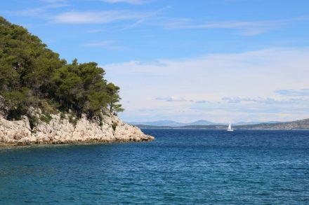Die Bucht und das Meer ganz im Norden von Hvar.