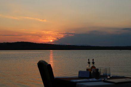 Romantische Dinner-Location direkt am Wasser.