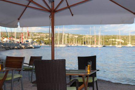Ausklang am Hafen von Primosten bei einem gemütlichen Dinner direkt am Meer.