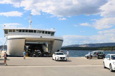 Der Fährhafen von Stari Grad ist etwas außerhalb und relativ neu angelegt.