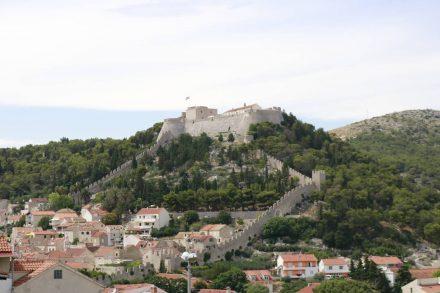 Die Festung Spanjola thront über Hvar.