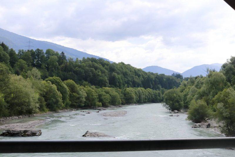 Die Isel zeigt sich mal ruhig mal stürmisch entlang des Tals.