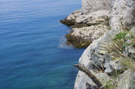 Einige Kilometer vor Omisalj führt uns die Tour wieder direkt ans Meer.