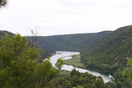 Ein Blick vom Hiking Trail hinunter auf den Krka Nationalpark.