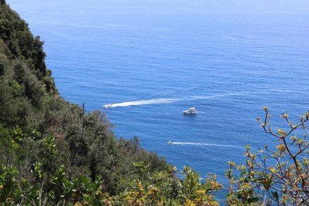 Ein Blick hinab aufs blaue Meer vom Sentiero Azzurro.