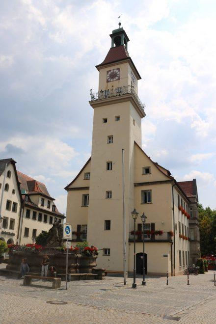 Das alte Rathaus von Hersbruck in der Fußgängerzone.