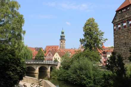 Blick über die Pegnitz auf die Altstadt von Lauf.