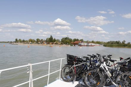 Von Illmitz nach Mörbisch - und auch andersrum - geht jede halbe Stunde eine Fahrradfähre.