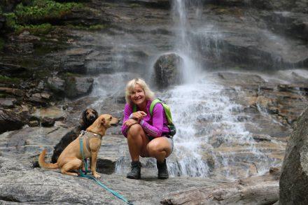 Lucy, Ella und ich - eine eingespielte Wandergruppe.