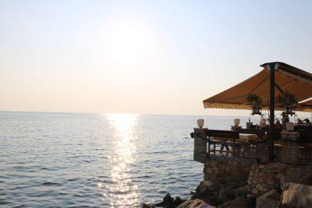 Die Restaurants von Umag reihen sich der Küste entlang.