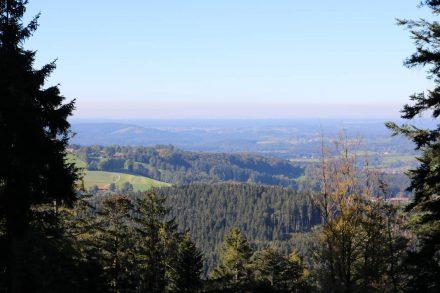 Blick über die bayerische Landschaft nordwestlich vom Schliersee.