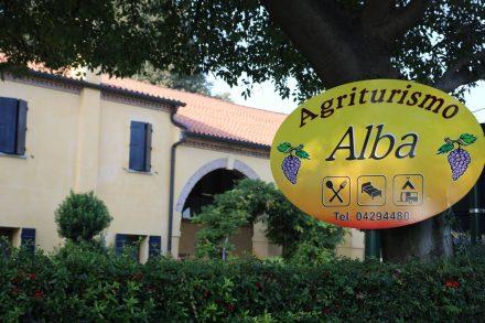 Im Agriturismo Alba in Baone kann man übernachten, campieren, hausgemachte Köstlichkeiten kaufen und schlemmen.