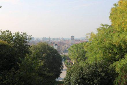 Ein Blick vom Castello auf Este mit der Porta Vecchia.