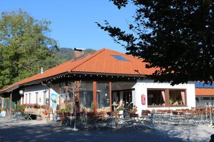 Rezeption und Restaurant vom Camping Lido.