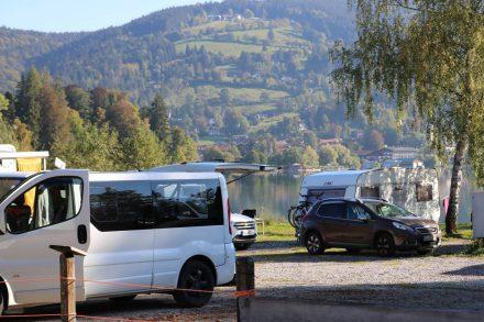 Die erste Reihe im Camping Lido in Schliersee steht direkt am See.