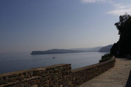 Blick von der Kirche St. Georg aufs Meer.