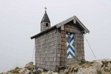 Die Freudenreichkapelle auf dem Westgrat des Brecherspitz.