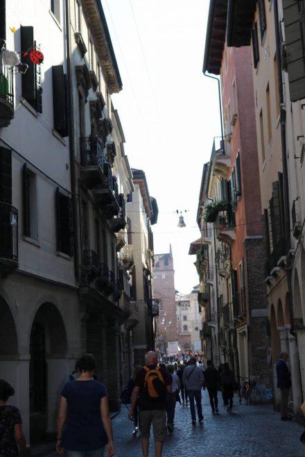 In der Fußgängerzone von Treviso ist am Samstag richtig was los.