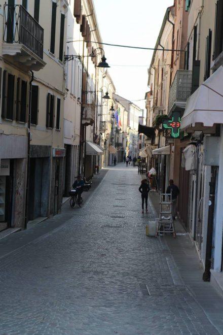 Die Fußgängerzone im Herzen von Adria.