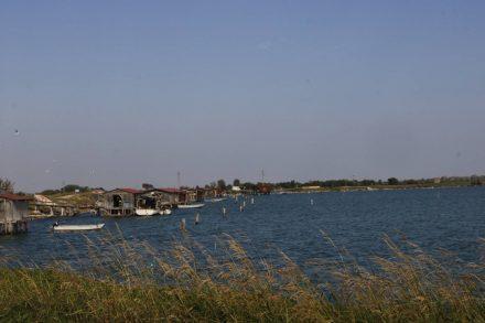 Die Fischerpontilen bei Pineta di Cassella.